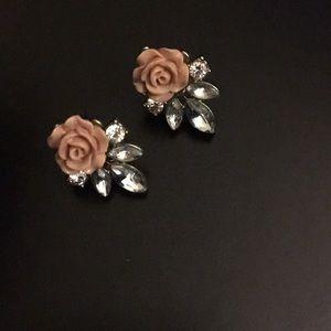 Dressy Flower Studs 💋💕